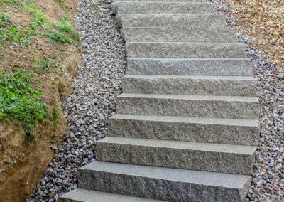Aussenstiege aus Blockstufen Hartberger Granit