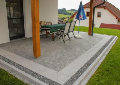 Terrasse aus verschiedenen Graniten