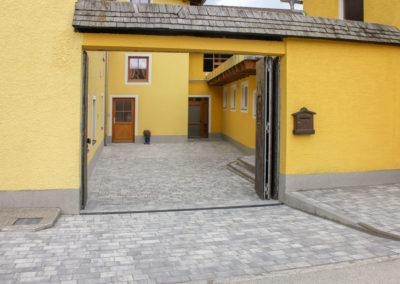 Zugangsbereich und Hof aus Betonpflaster klein Grau-schattiert