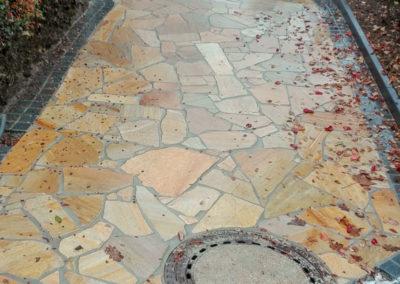 Einfahrt aus Quarzit Polygonalplatten