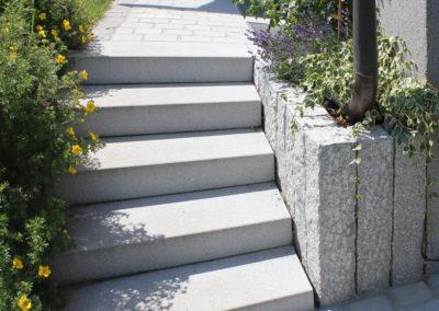 Blockstufen und Köppelsteine aus österr. Granit