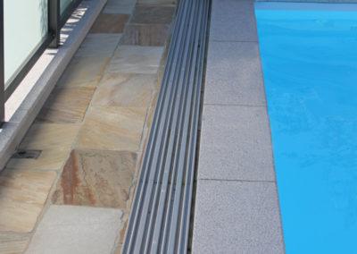 Poolumrandung aus Neuhauser Granit, Poolumgebung aus Quarzitplatten