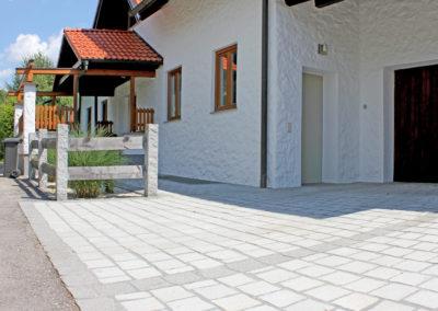 Zugang aus Großpflastersteinen 18/9/18 aus Steinwalder Granit