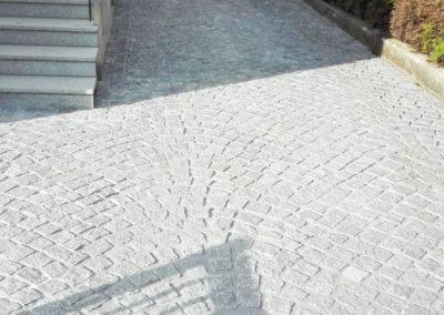 Einfahrt und Zugang aus Kleinsteinen 9/9/9 cm