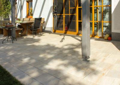 Terrasse aus Betonplatten Zimt-Schattiert 30/60 versetzt verlegt