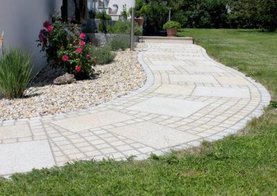 Gehweg/Hauszugang aus Granitplatten G350 gemischte Formate