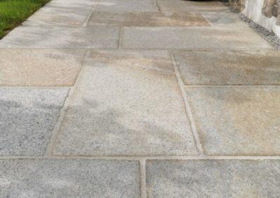 Traufen- und Terrassenpflaster aus Granit Traufenplatten antikisiert 60-100/50/4 cm